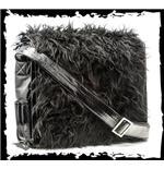 schwarze-felltasche-mit-tragegurt