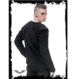 schwarzer-pullover-mit-nieten-auf-den-schultern